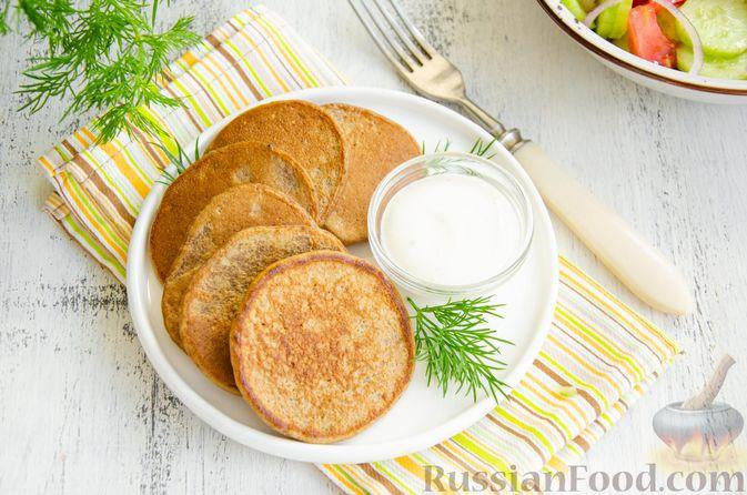 Фото приготовления рецепта: Картофельные драники с куриной печенью - шаг №10