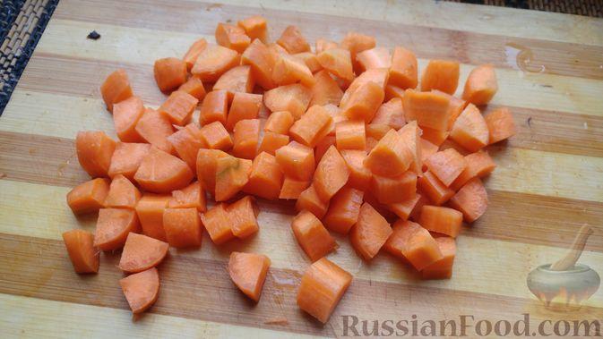 Фото приготовления рецепта: Куриное филе, запечённое с грибами, под слоёным тестом (в горшочках) - шаг №4