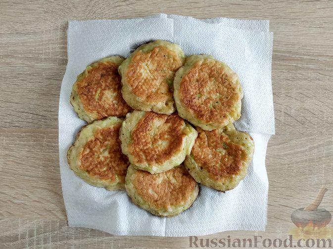 Фото приготовления рецепта: Сладкие оладьи из кабачков - шаг №9