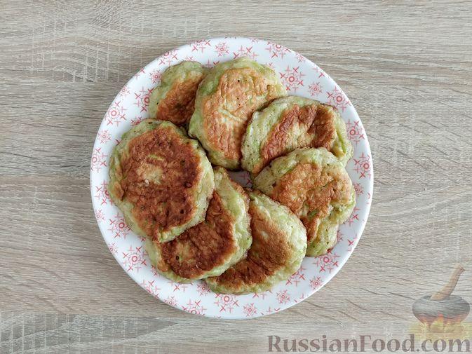 Фото приготовления рецепта: Сладкие оладьи из кабачков - шаг №10
