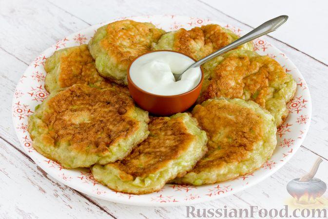 Фото приготовления рецепта: Сладкие оладьи из кабачков - шаг №11