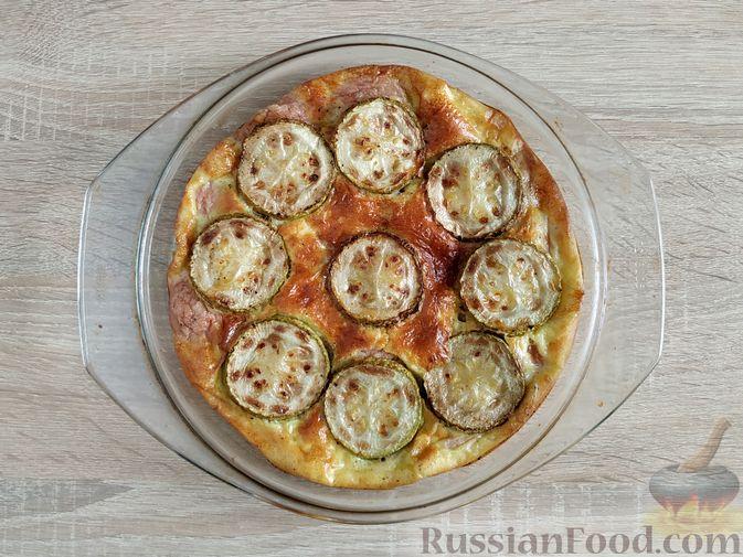 Фото приготовления рецепта: Омлет с кабачком и колбасой (в духовке) - шаг №12