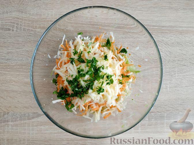 Фото приготовления рецепта: Оладьи из кабачка, моркови, сельдерея и яблока - шаг №6