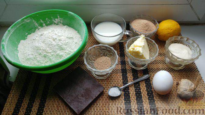 Фото приготовления рецепта: Дрожжевые булочки с шоколадной начинкой, цедрой лимона и имбирём - шаг №1