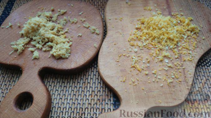 Фото приготовления рецепта: Дрожжевые булочки с шоколадной начинкой, цедрой лимона и имбирём - шаг №2