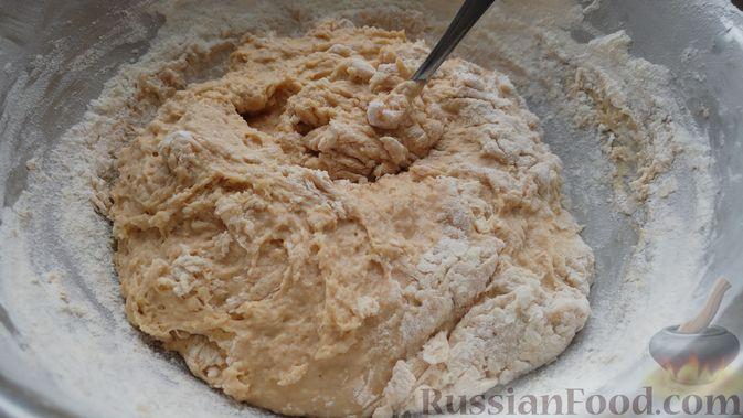 Фото приготовления рецепта: Дрожжевые булочки с шоколадной начинкой, цедрой лимона и имбирём - шаг №8