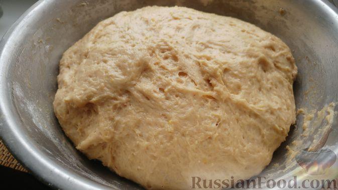 Фото приготовления рецепта: Дрожжевые булочки с шоколадной начинкой, цедрой лимона и имбирём - шаг №9