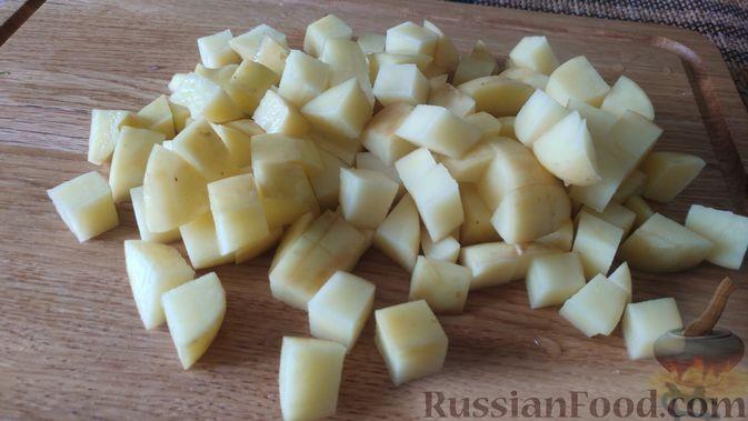 Фото приготовления рецепта: Суп с фрикадельками, морковной лапшой и горошком - шаг №14