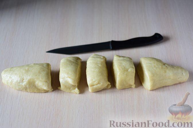 """Фото приготовления рецепта: Сдобные булочки """"Шишки"""" - шаг №12"""