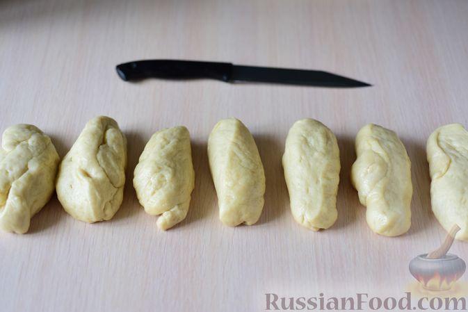 """Фото приготовления рецепта: Сдобные булочки """"Шишки"""" - шаг №13"""