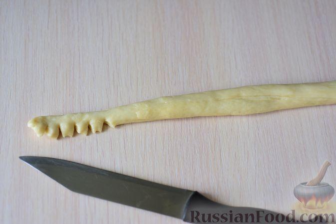 """Фото приготовления рецепта: Сдобные булочки """"Шишки"""" - шаг №14"""