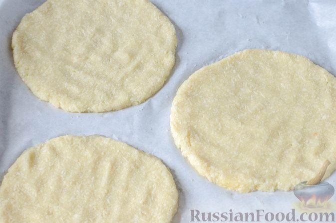 Фото приготовления рецепта: Пицца на корже из цветной капусты - шаг №8