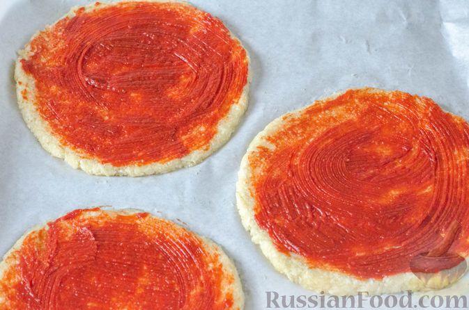 Фото приготовления рецепта: Пицца на корже из цветной капусты - шаг №14