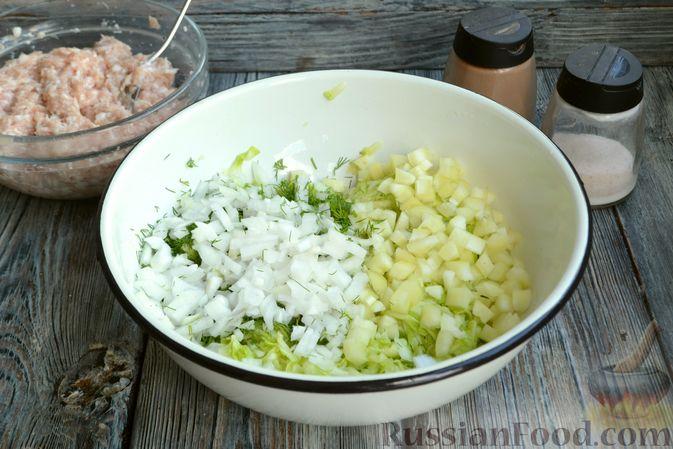 Фото приготовления рецепта: Запеканка из кабачков с куриным фаршем и болгарским перцем - шаг №7