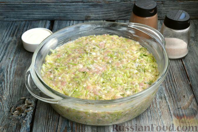 Фото приготовления рецепта: Запеканка из кабачков с куриным фаршем и болгарским перцем - шаг №11