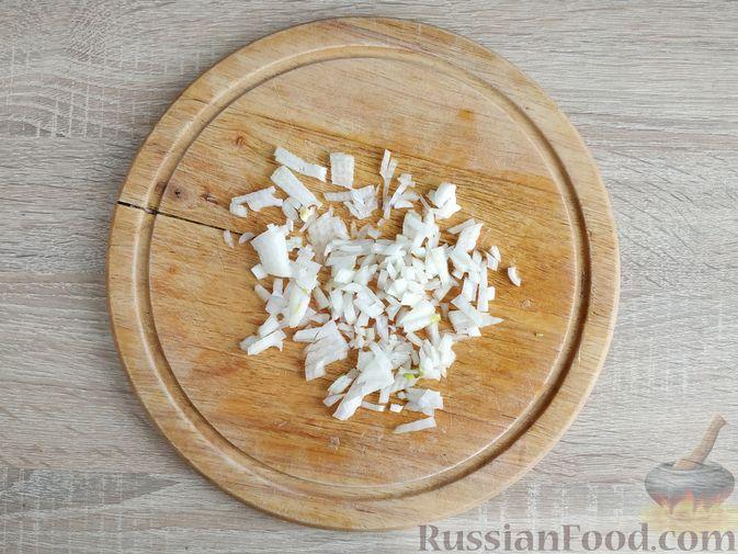 Фото приготовления рецепта: Куриное филе, запечённое с кабачком, в соево-сметанном соусе - шаг №4
