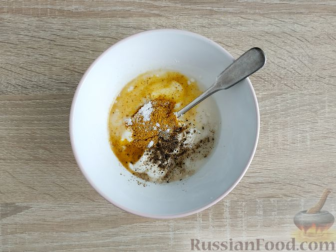 Фото приготовления рецепта: Куриное филе, запечённое с кабачком, в соево-сметанном соусе - шаг №7