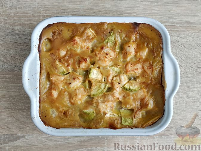 Фото приготовления рецепта: Куриное филе, запечённое с кабачком, в соево-сметанном соусе - шаг №10