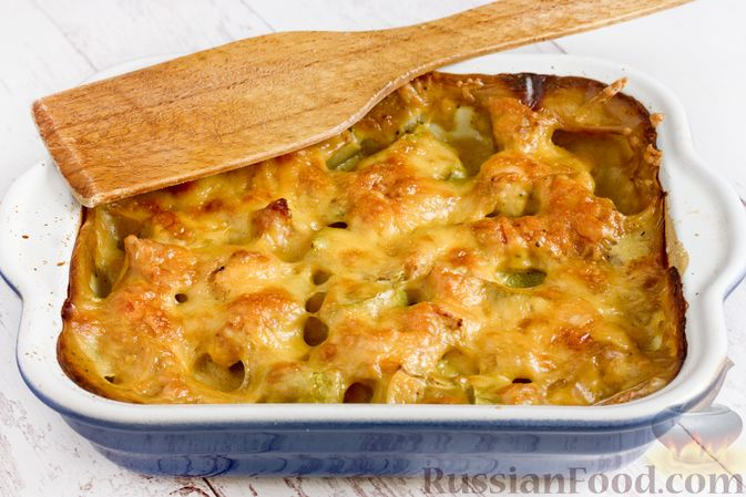 Фото приготовления рецепта: Куриное филе, запечённое с кабачком, в соево-сметанном соусе - шаг №14