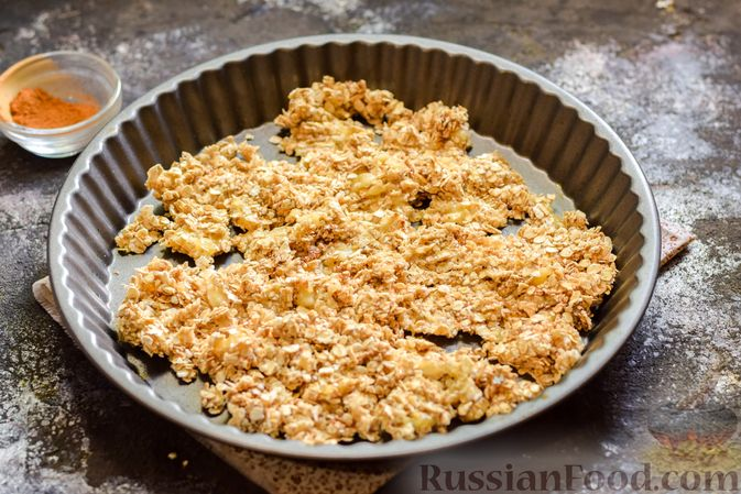 Фото приготовления рецепта: Творожные конфеты с овсяными хлопьями и бананом - шаг №5
