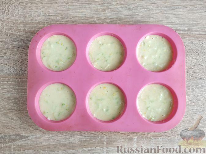 Фото приготовления рецепта: Кабачковые маффины с цедрой лимона - шаг №9