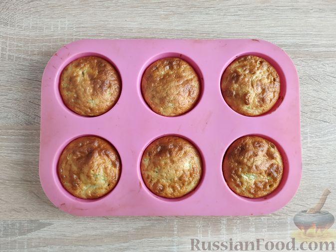 Фото приготовления рецепта: Кабачковые маффины с цедрой лимона - шаг №10