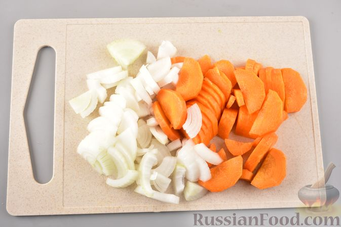 Фото приготовления рецепта: Рагу из куриного филе, с кабачками, молодой картошкой и помидорами - шаг №8