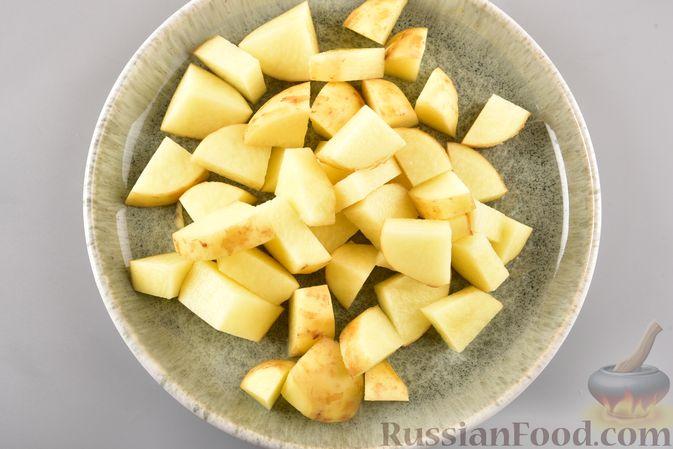 Фото приготовления рецепта: Рагу из куриного филе, с кабачками, молодой картошкой и помидорами - шаг №10