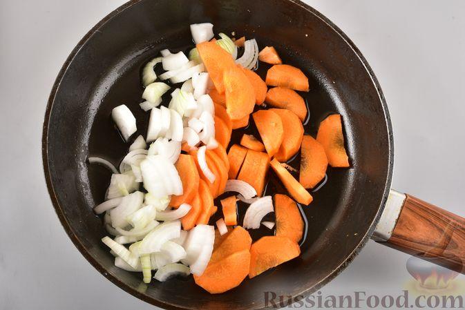 Фото приготовления рецепта: Рагу из куриного филе, с кабачками, молодой картошкой и помидорами - шаг №9