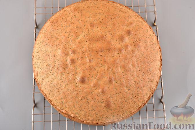 Фото приготовления рецепта: Сдобный бездрожжевой пирог с маком - шаг №15