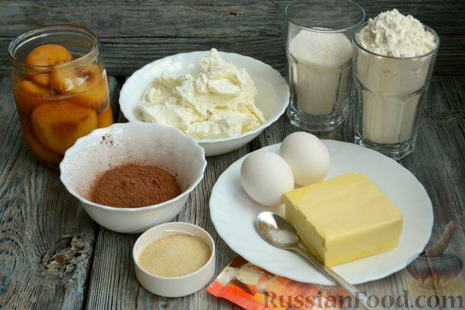 Фото приготовления рецепта: Шоколадно-творожный пирог с консервированными персиками и желе - шаг №1