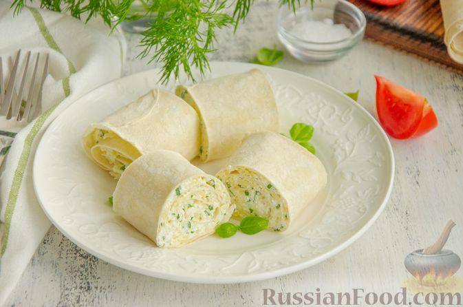 Фото приготовления рецепта: Рулет из лаваша с сыром, творогом и зеленью - шаг №7
