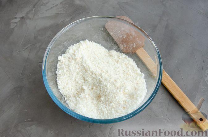 Фото приготовления рецепта: Кокосовое печенье с шоколадом - шаг №2