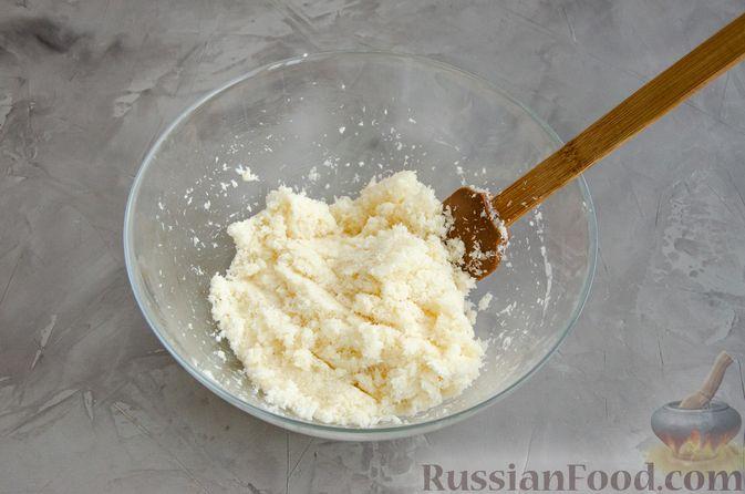 Фото приготовления рецепта: Кокосовое печенье с шоколадом - шаг №4