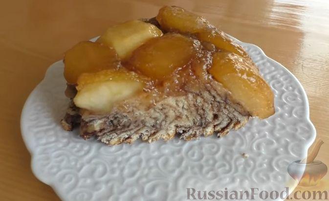 Фото к рецепту: Дрожжевой пирог-перевёртыш с яблоками в карамели