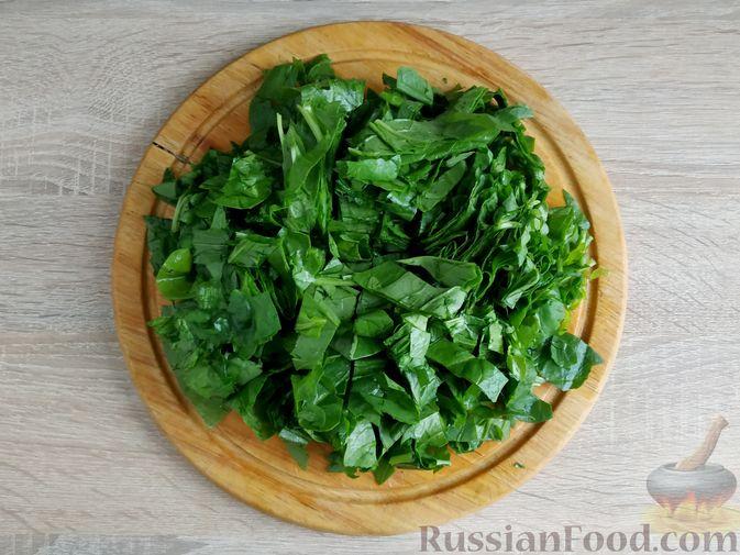 Фото приготовления рецепта: Рулетики из свинины со шпинатом и яйцами - шаг №3
