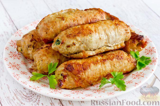 Фото приготовления рецепта: Рулетики из свинины со шпинатом и яйцами - шаг №18