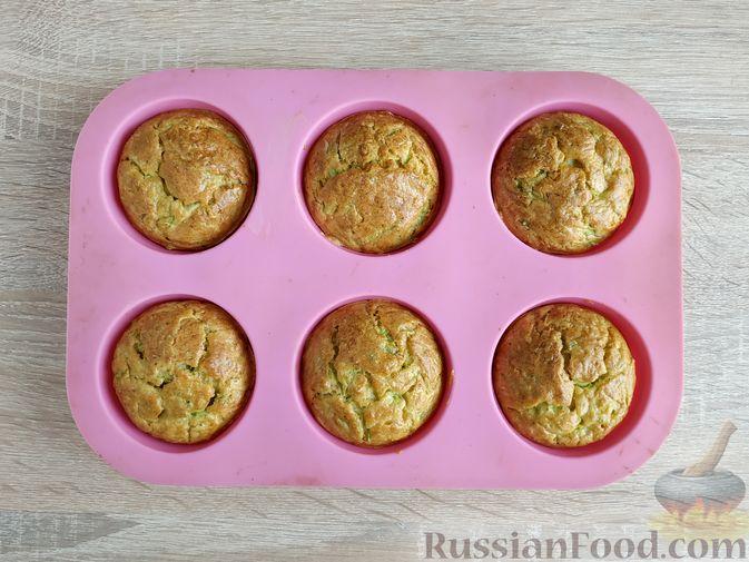 Фото приготовления рецепта: Кексики с кабачками и манкой - шаг №11