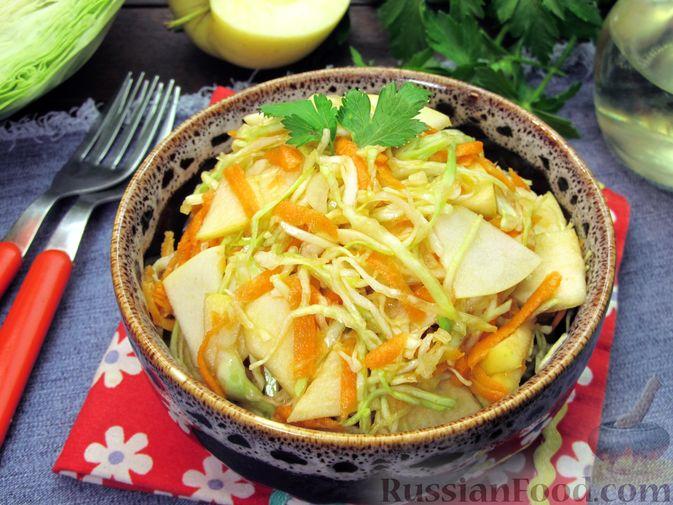 Фото к рецепту: Салат из капусты, моркови и яблока, с соевым соусом