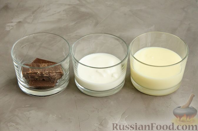Фото приготовления рецепта: Насыпной пирог с творогом, сметаной, сгущёнкой и шоколадом - шаг №11