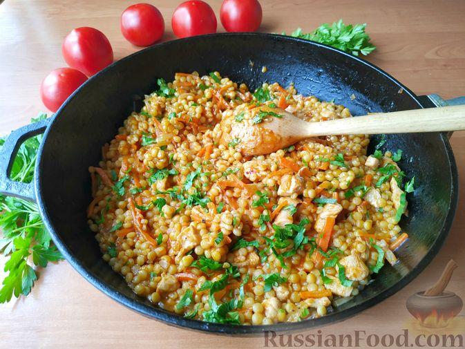 Фото к рецепту: Птитим с курицей и овощами