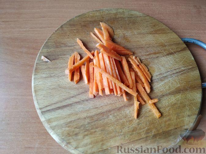 Фото приготовления рецепта: Птитим с курицей и овощами - шаг №2