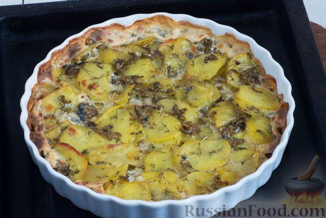 Фото приготовления рецепта: Картофельная запеканка с оливками, розмарином и чесноком - шаг №9
