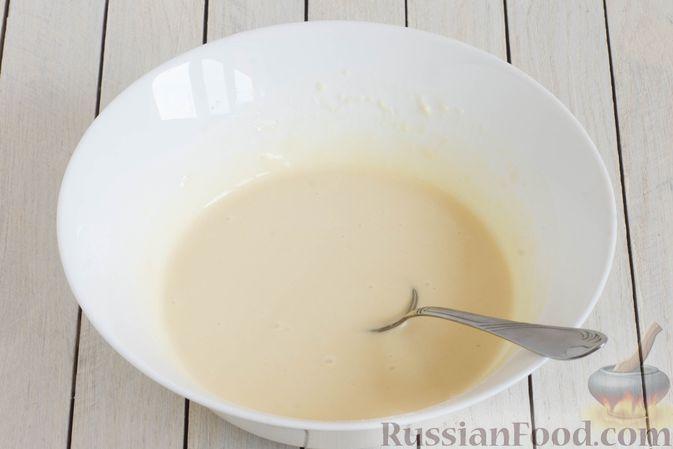Фото приготовления рецепта: Панкейки без яиц (с крахмалом) - шаг №6