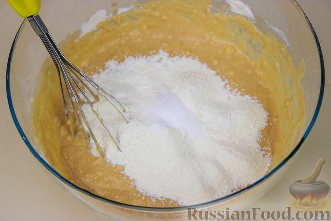 Фото приготовления рецепта: Оладьи на ряженке - шаг №3