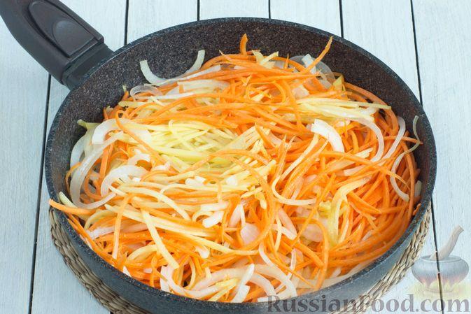 Фото приготовления рецепта: Картофельно-морковная запеканка - шаг №4