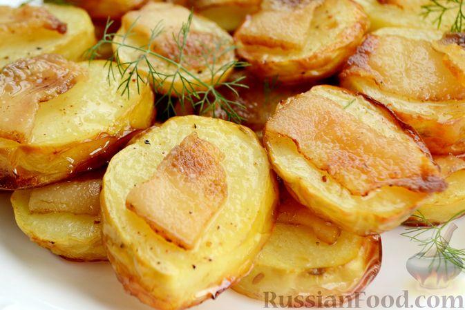 Фото приготовления рецепта: Молодой картофель, запечённый с салом - шаг №9