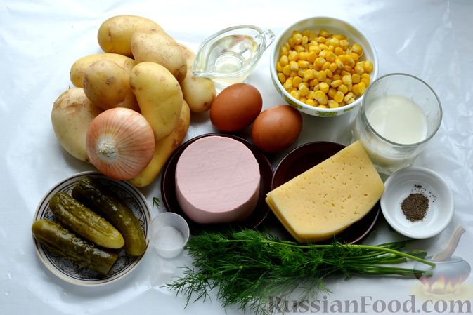 Фото приготовления рецепта: Картофельная запеканка с колбасой, консервированной кукурузой и маринованными огурцами - шаг №1