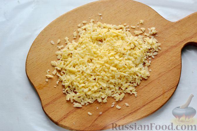 Фото приготовления рецепта: Картофельная запеканка с колбасой, консервированной кукурузой и маринованными огурцами - шаг №18