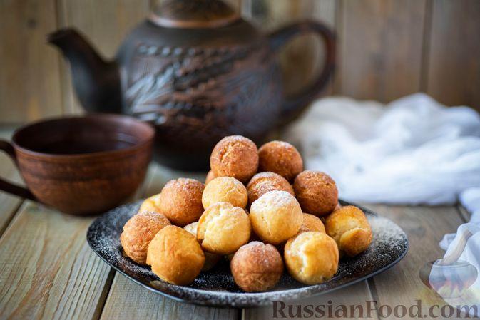 Фото приготовления рецепта: Пончики со сгущёнкой и кокосовой стружкой - шаг №11